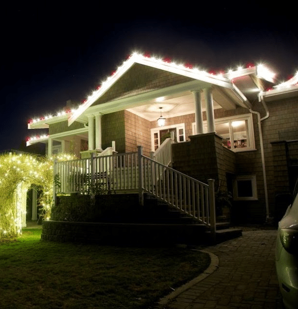 Lights on house roofline, warm white and red - FestiLight - Residential Installation